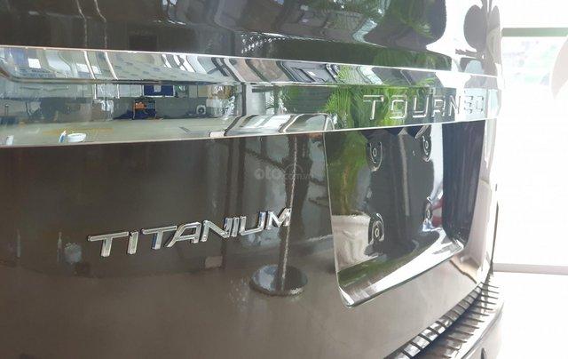 Ford Tourneo Titanium 2019 giảm tiền mặt tặng phụ kiện2