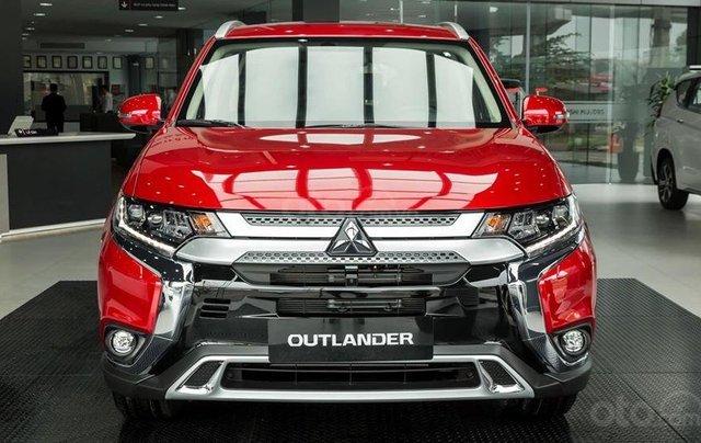 Mitsubishi Outlander 2020 phiên bản 2.0 cao cấp, ưu đãi lên đến 25 triệu Fukubukuro, tặng loa Rockford0