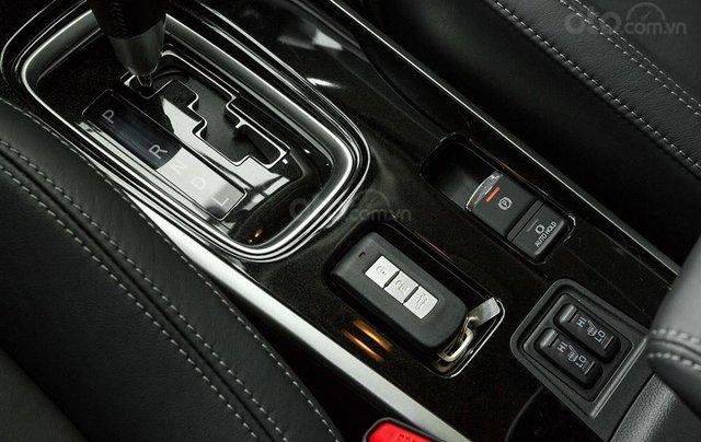 Mitsubishi Outlander 2020 phiên bản 2.0 cao cấp, ưu đãi lên đến 25 triệu Fukubukuro, tặng loa Rockford5