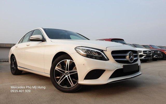 Tiết kiệm 140tr Mercedes C180 Sport 2020, giao ngay, đủ màu sắc0