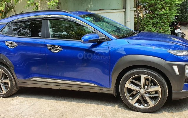 Cần bán xe Hyundai Kona sản xuất 2018, xe mới 98%2