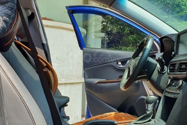 Cần bán xe Hyundai Kona sản xuất 2018, xe mới 98%10