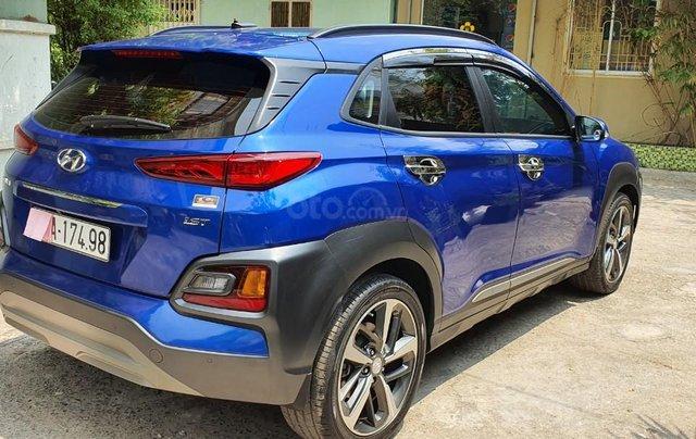 Cần bán xe Hyundai Kona sản xuất 2018, xe mới 98%4