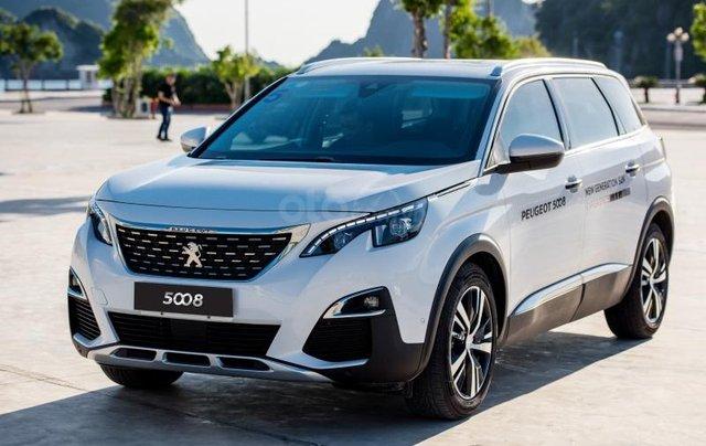 Bán xe giá cực thấp - Tặng phụ kiện chính hãng với chiếc Peugeot 5008 đời 2019, có sẵn xe, giao nhanh