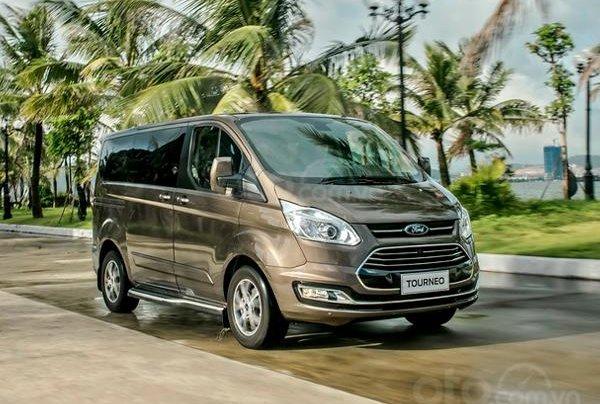 Mua xe giá cực ưu đãi Ford Tourneo 2.0L Trend AT, sản xuất 2019, có sẵn xe, giao nhanh tận nhà