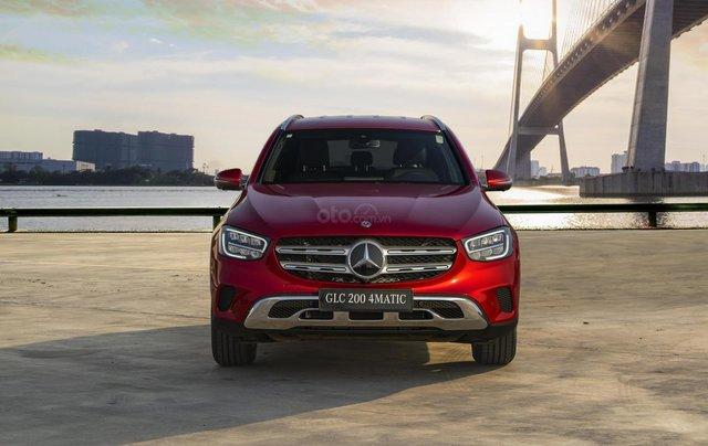 Bán xe Mercedes-Benz GLC200 4Matic - giao xe tháng 01/2021, nhiều khuyến mãi, lãi suất từ 0.66%/ tháng2