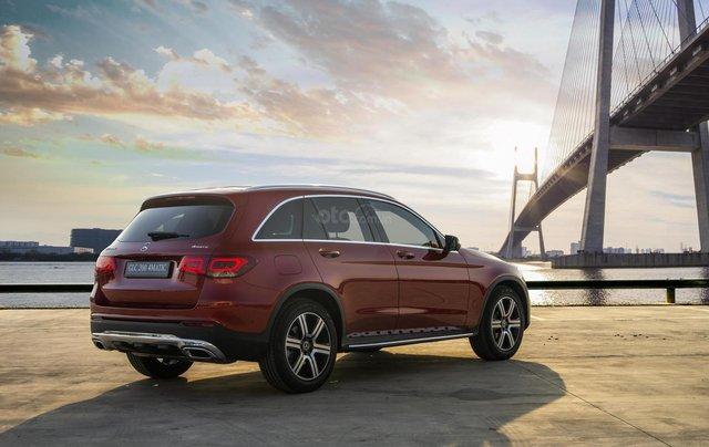 Bán xe Mercedes-Benz GLC200 4Matic - giao xe tháng 01/2021, nhiều khuyến mãi, lãi suất từ 0.66%/ tháng3