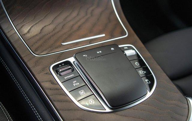 Bán xe Mercedes-Benz GLC200 4Matic - giao xe tháng 01/2021, nhiều khuyến mãi, lãi suất từ 0.66%/ tháng12