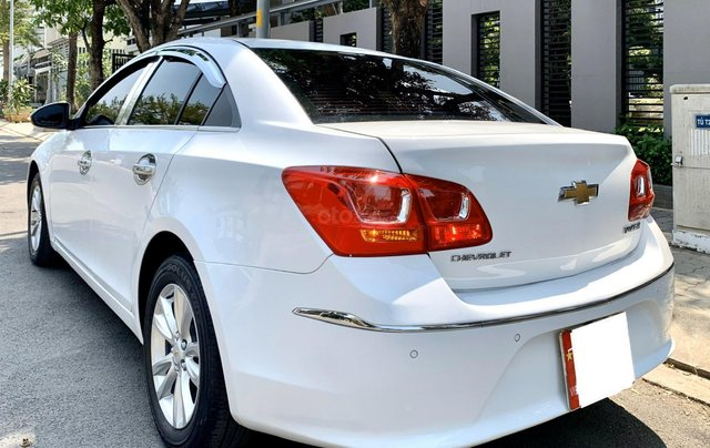 Bán xe Chevrolet Cruze đời 2017 số sàn màu trắng5