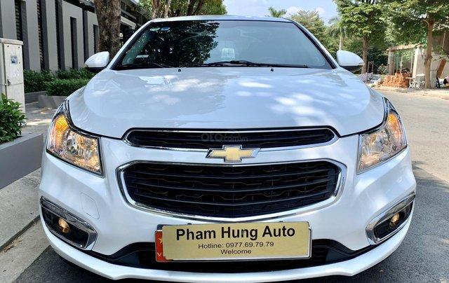 Bán xe Chevrolet Cruze đời 2017 số sàn màu trắng2