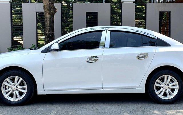 Bán xe Chevrolet Cruze đời 2017 số sàn màu trắng3