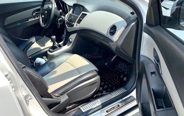 Bán xe Chevrolet Cruze đời 2017 số sàn màu trắng10