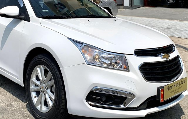 Bán xe Chevrolet Cruze đời 2017 số sàn màu trắng7
