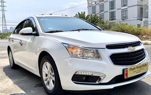 Bán xe Chevrolet Cruze đời 2017 số sàn màu trắng0