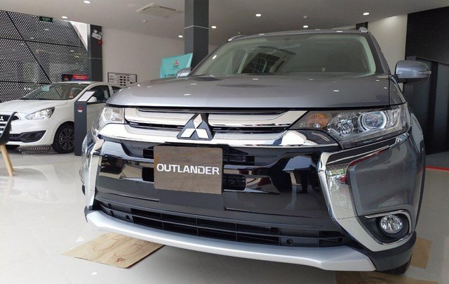 Thanh lý xã hàng tồn xe Outlander 2.0 CVT mới 100% giá cạnh tranh ưu đãi nhiều nhất, trả trước 20%0