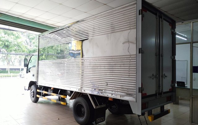 Isuzu 2.300kg, thùng kín inox 4.4m - KM 10.4tr tiền mặt, máy lạnh, 12 phiếu bảo dưỡng.6