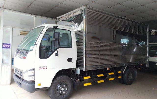Isuzu 2.300kg, thùng kín inox 4.4m - KM 10.4tr tiền mặt, máy lạnh, 12 phiếu bảo dưỡng.1