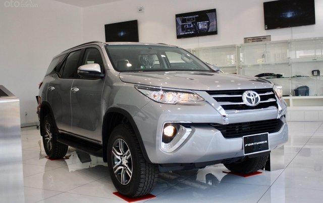 Bán Toyota Fortuner 2020 - máy dầu - số tự động, cam kết giá tốt - khuyến mãi lớn, trả trước 250 triệu - lãi suất thấp0