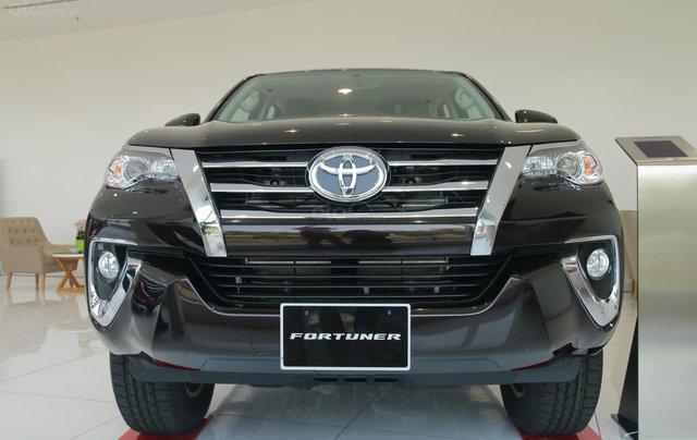 Bán Toyota Fortuner 2020 - máy dầu - số tự động, cam kết giá tốt - khuyến mãi lớn, trả trước 250 triệu - lãi suất thấp1