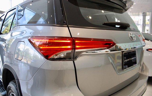 Bán Toyota Fortuner 2020 - máy dầu - số tự động, cam kết giá tốt - khuyến mãi lớn, trả trước 250 triệu - lãi suất thấp5