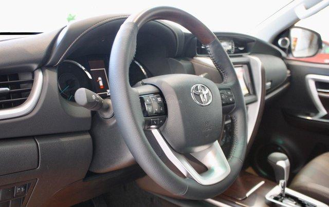 Bán Toyota Fortuner 2020 - máy dầu - số tự động, cam kết giá tốt - khuyến mãi lớn, trả trước 250 triệu - lãi suất thấp10