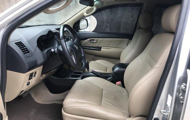 Bán xe Toyota Fortuner 2015, số tự động, màu bạc12