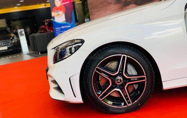 Cơ hội để sỡ hữu xe Mercedes-Benz C300 AMG 2020 với giá bán tốt nhất ngay thời điểm này1