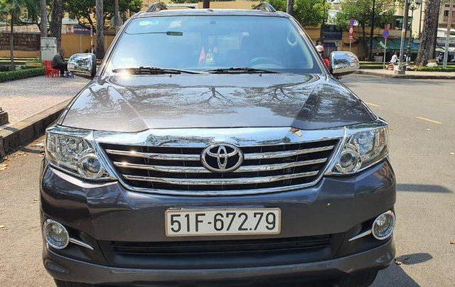 Cần bán xe Toyota Fortuner 2013 máy xăng, xe mới 90%0