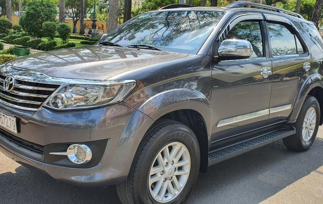 Cần bán xe Toyota Fortuner 2013 máy xăng, xe mới 90%2