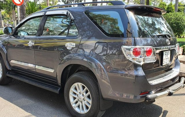 Cần bán xe Toyota Fortuner 2013 máy xăng, xe mới 90%6