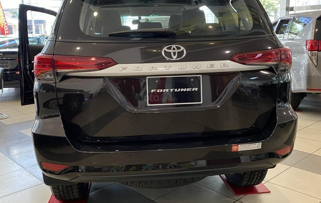 Bán ô tô Toyota Fortuner lăn bánh giá tốt, siêu ưu đãi _ giao ngay, hỗ trợ giao xe, đăng kí Grab4