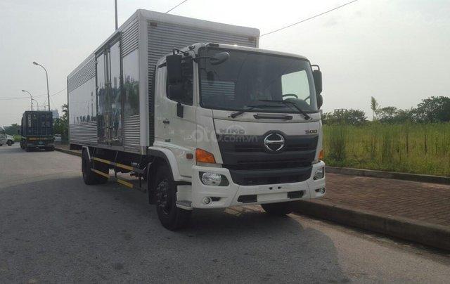 Bán nhanh xe tải Hino 8 tấn thùng kín0