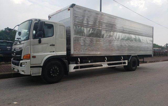 Bán nhanh xe tải Hino 8 tấn thùng kín2