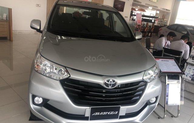 Bán Toyota Avanza 7 chỗ nhập khẩu, màu bạc, giao ngay0