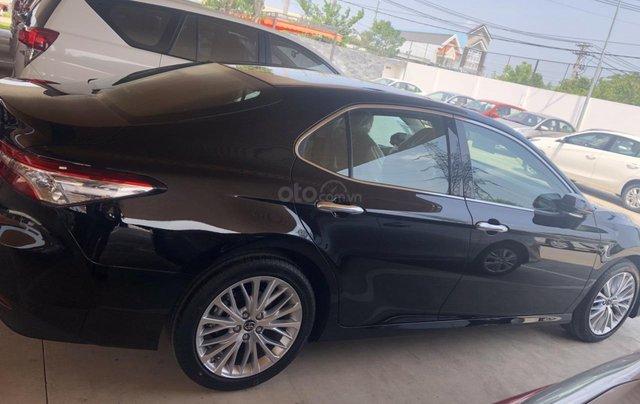 Bán Toyota Camry 2.5Q màu đen, sản xuất 20201