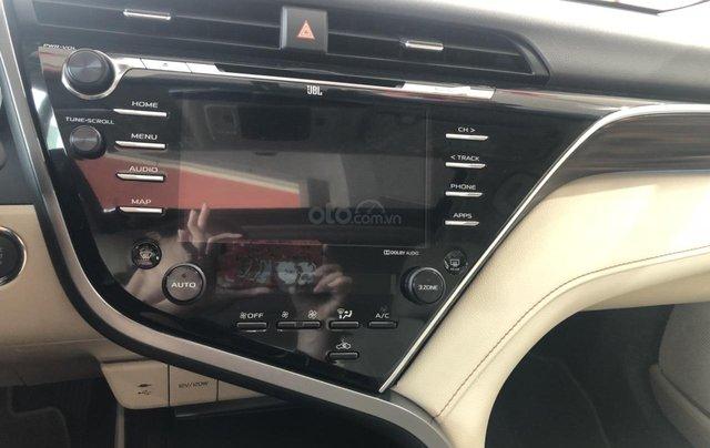 Bán Toyota Camry 2.5Q màu đen, sản xuất 20204