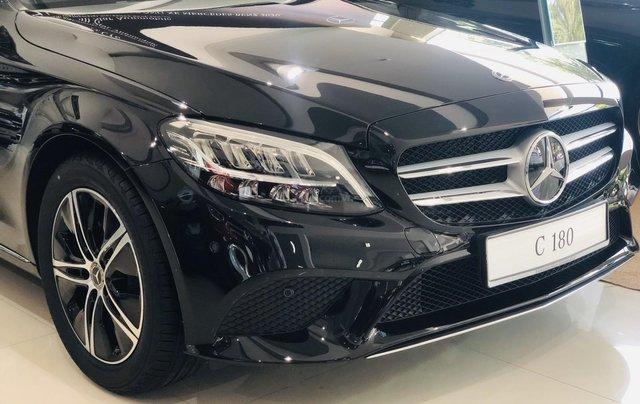 Mercedes-Benz C180 giảm ngay 50% trước bạ3