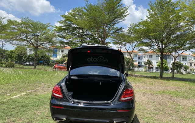 (Xe trưng bày) Mercedes E300 AMG giảm 400 triệu-giao xe ngay - chỉ đóng 2% thuế5