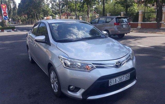 Cần bán Toyota Vios sản xuất 2017, màu bạc  0