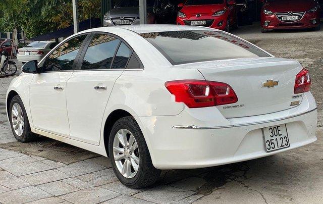 Cần bán Chevrolet Cruze 1.6MT đời 2016, màu trắng số sàn, giá 365tr2
