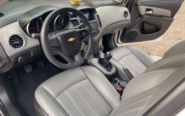 Cần bán Chevrolet Cruze 1.6MT đời 2016, màu trắng số sàn, giá 365tr7