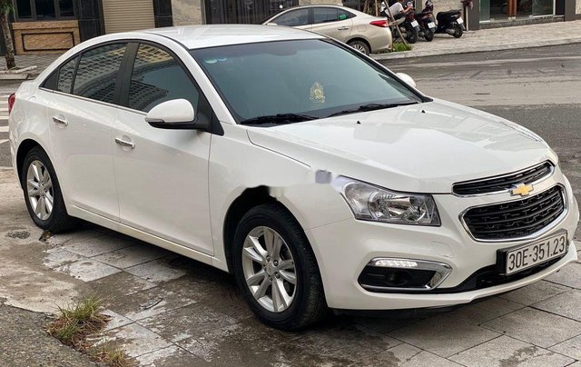Cần bán Chevrolet Cruze 1.6MT đời 2016, màu trắng số sàn, giá 365tr4
