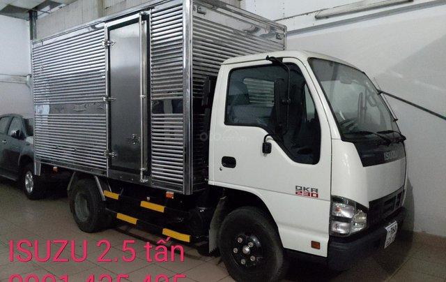 Bán Isuzu 2.5 tấn thùng kín 3.6m, KM máy lạnh, 12 phiếu bảo dưỡng, Radio MP34