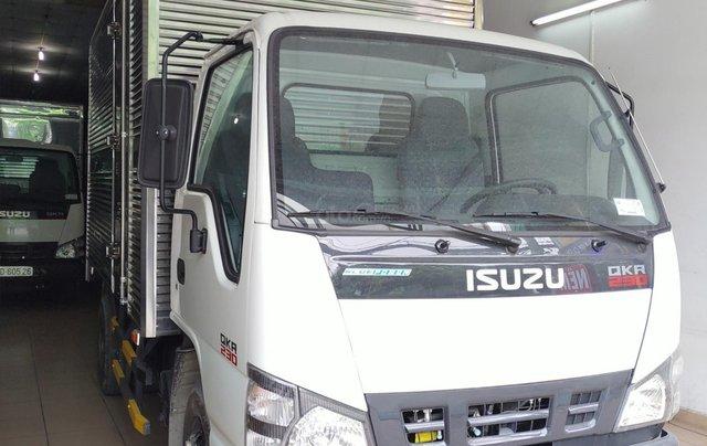 Bán Isuzu 2.5 tấn thùng kín 3.6m, KM máy lạnh, 12 phiếu bảo dưỡng, Radio MP36