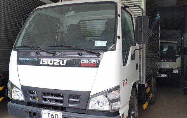 Bán Isuzu 2.5 tấn thùng kín 3.6m, KM máy lạnh, 12 phiếu bảo dưỡng, Radio MP37