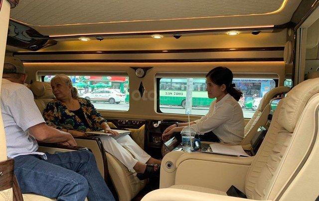 Transit Limousine 10 chỗ phiên bản VIP độc quyền tại Sài Gòn Ford1