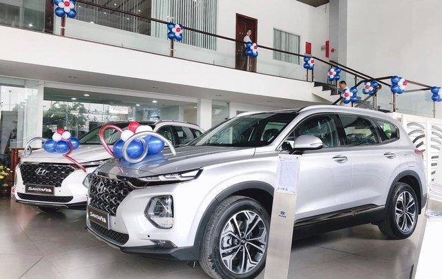 Giảm giá Hyundai Santafe lên đến 25 triệu, tặng phụ kiện khủng, hỗ trợ lãi suất trả góp từ 0,74%1