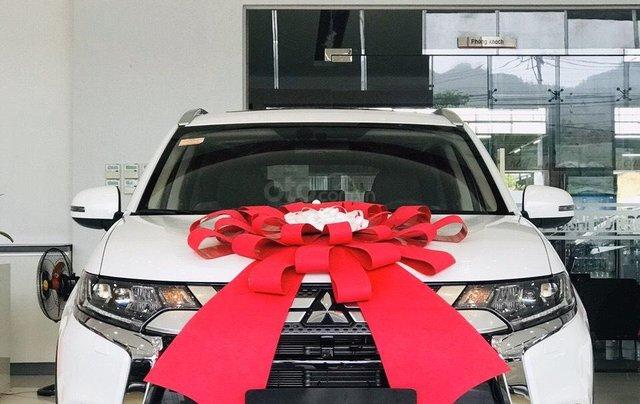 [Mitsubishi Quy Nhơn] Mitsubishi Outlander, giảm 50% thuế trước bạ - ưu đãi lớn từ đại lý, giá cực tốt tại Bình Định0