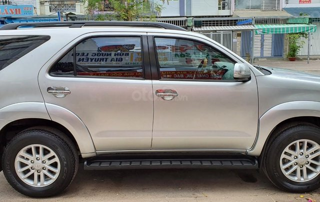Cần bán lại xe Toyota Fortuner đời 2013, màu bạc, số tự động3
