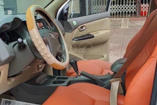 Cần bán lại xe Toyota Fortuner đời 2013, màu bạc, số tự động8